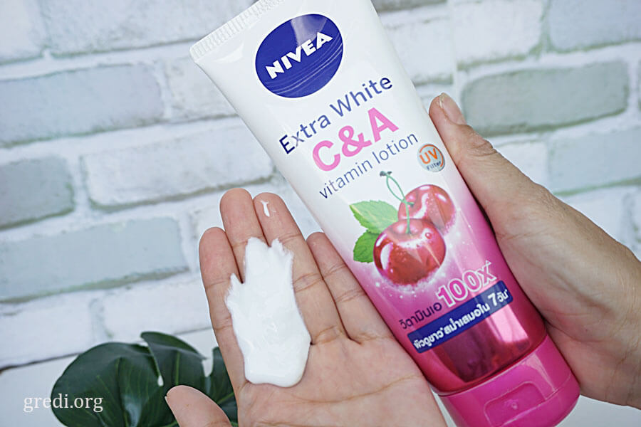 Extra White C&A vitamin lotion